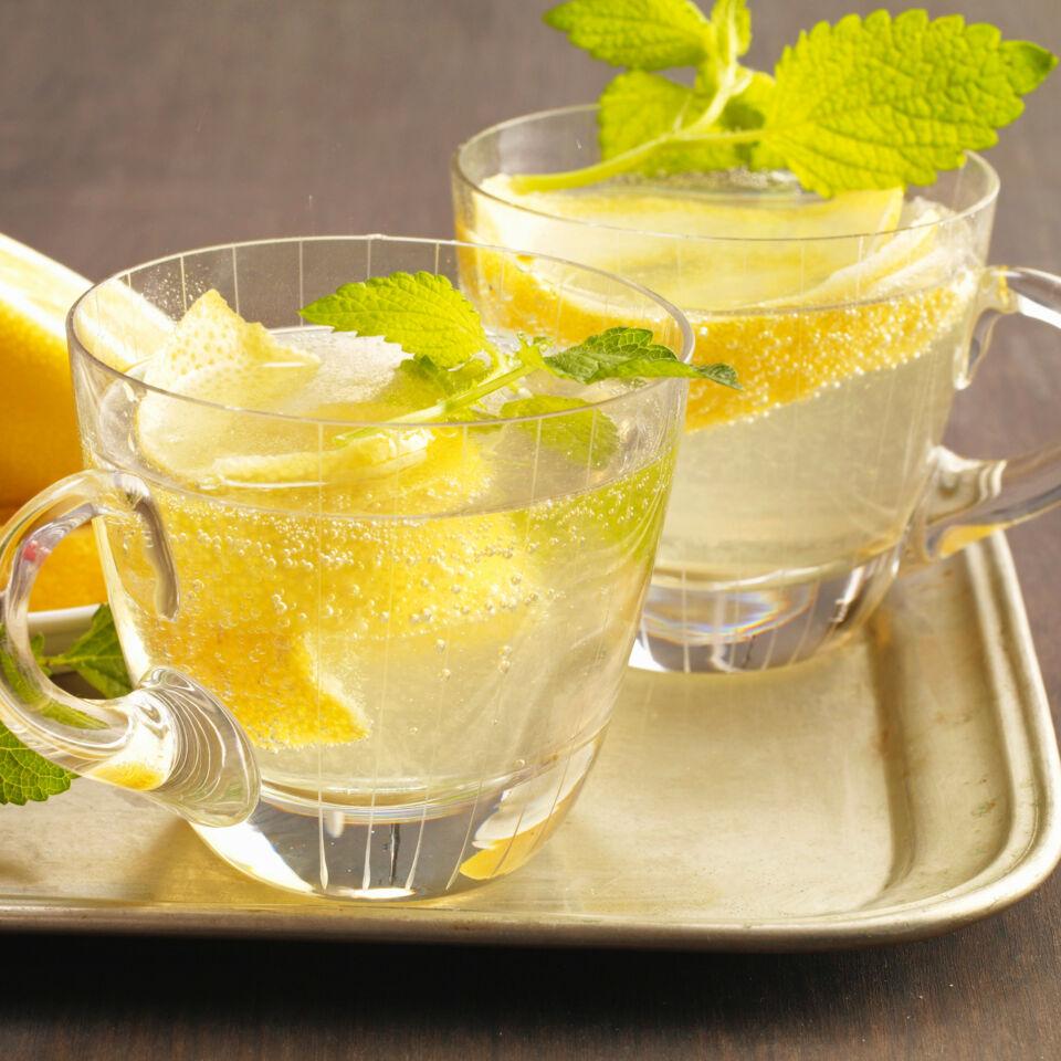 Kalte Ente Rezept Erfrischende Zitronen Bowle K 252 Cheng 246 Tter