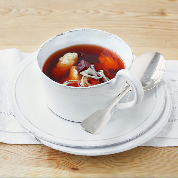 Rote-Bete-Bouillon mit Butternockerln