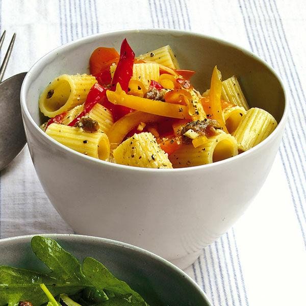 nudel paprika salat mit sardellen rezept k cheng tter. Black Bedroom Furniture Sets. Home Design Ideas