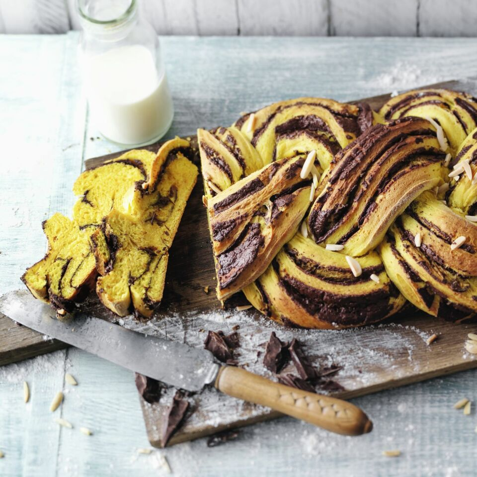 Goldener Hefezopf Mit Schokofüllung Rezept Küchengötter