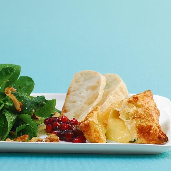camembert bl tterteigtaschen mit salat rezept k cheng tter. Black Bedroom Furniture Sets. Home Design Ideas