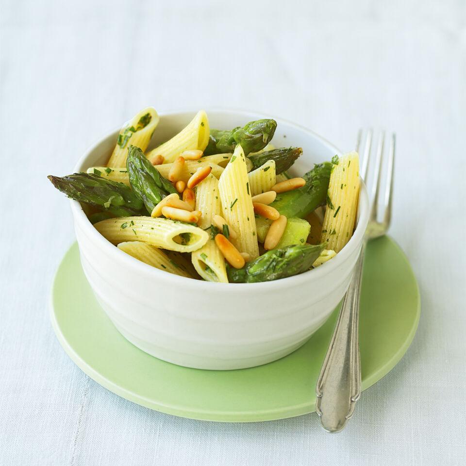 gr ner nudel spargel salat rezept k cheng tter. Black Bedroom Furniture Sets. Home Design Ideas