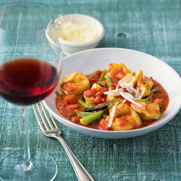 tortellini mit gem se bolognese rezept k cheng tter. Black Bedroom Furniture Sets. Home Design Ideas