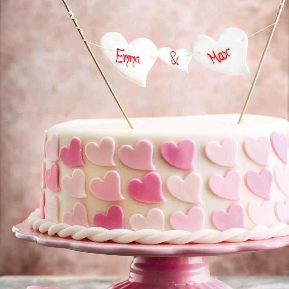 Romantische Hochzeitstorte Mit Fondant Herzen Kuchengotter