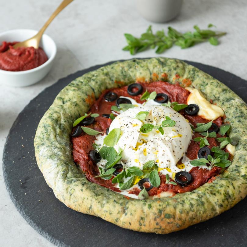 Vegetarische Protein-Pizza aus Spinat