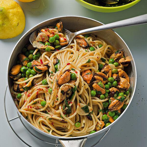spaghetti aglio e olio mit muscheln rezept k cheng tter. Black Bedroom Furniture Sets. Home Design Ideas