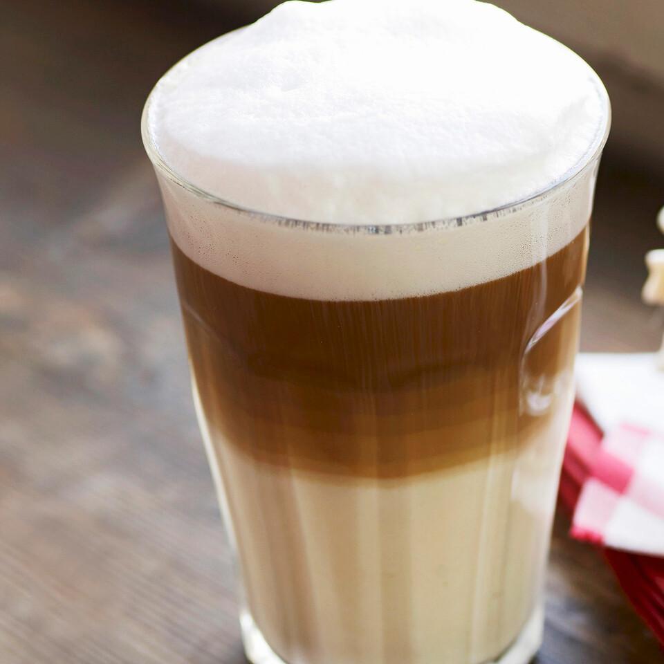 latte macchiato mit karamellsirup rezept | küchengötter