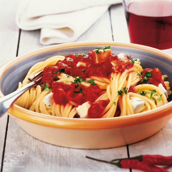 spaghetti mit scharfer tomatensauce rezept k cheng tter. Black Bedroom Furniture Sets. Home Design Ideas