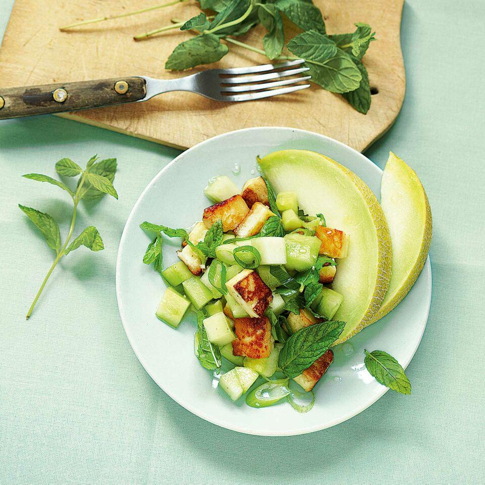 gurken melonen salat mit halloumi rezept k cheng tter. Black Bedroom Furniture Sets. Home Design Ideas