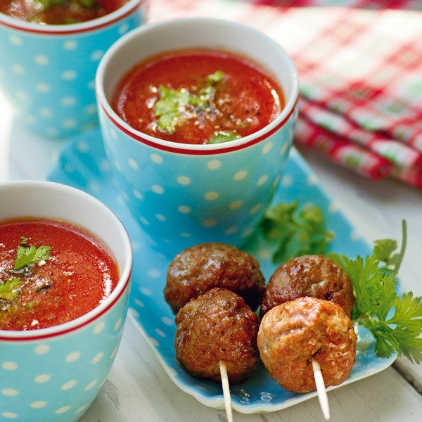 kalte tomatensuppe mit hackb llchen sticks rezept k cheng tter. Black Bedroom Furniture Sets. Home Design Ideas