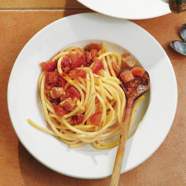 nudeln mit speck tomatensauce rezept k cheng tter. Black Bedroom Furniture Sets. Home Design Ideas