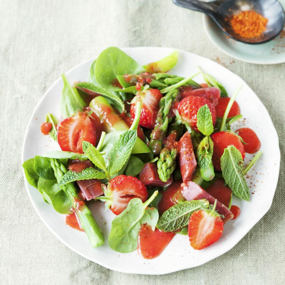 rezept spargelsalat mit erdbeeren