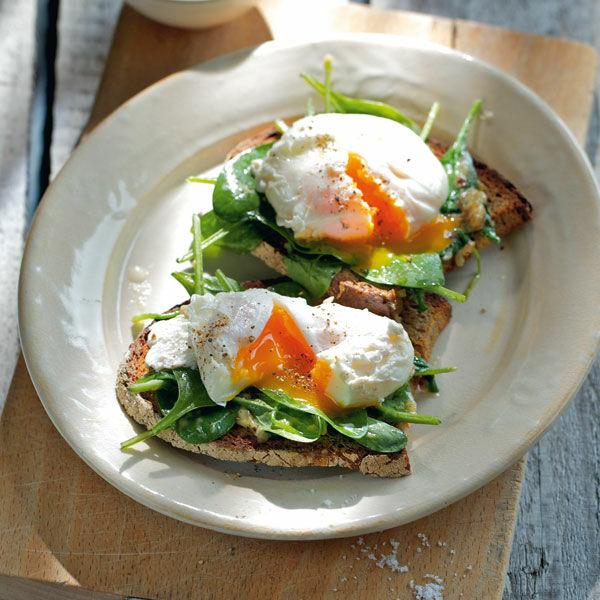 Pochierte eier auf senfspinat rezept k cheng tter - Eier kochen dauer ...