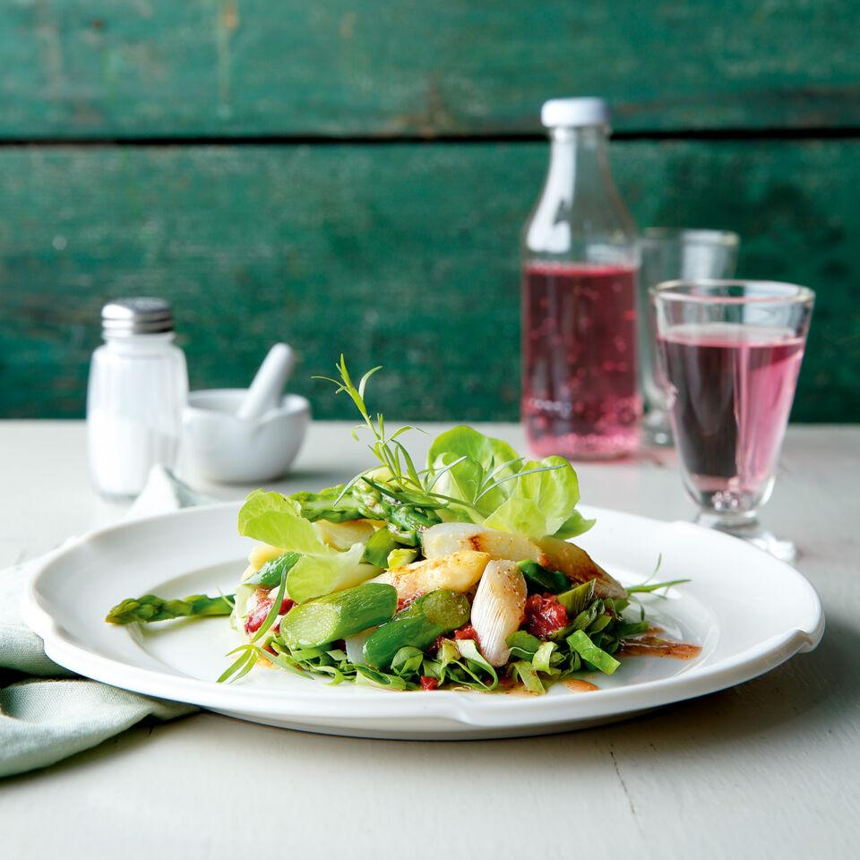 Veganer Blattsalat Mit Gebratenem Spargel Und Rhabarberdressing