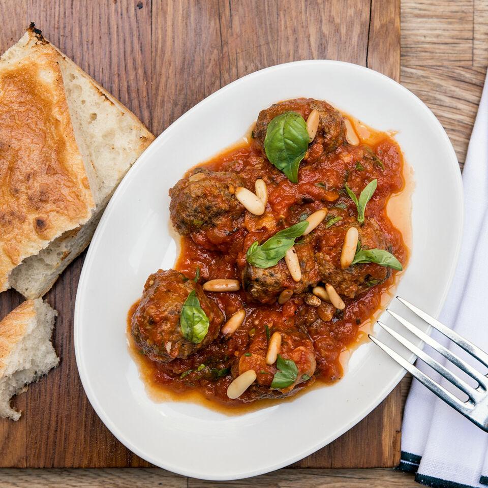 Fleischbällchen in Tomatensauce – türkische Meze Rezept | Küchengötter