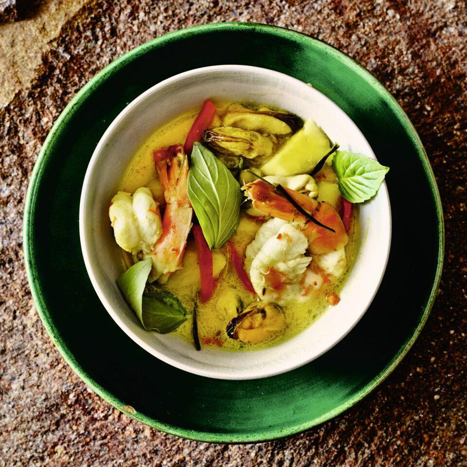 Gelbes Curry mit Muscheln und Ananas