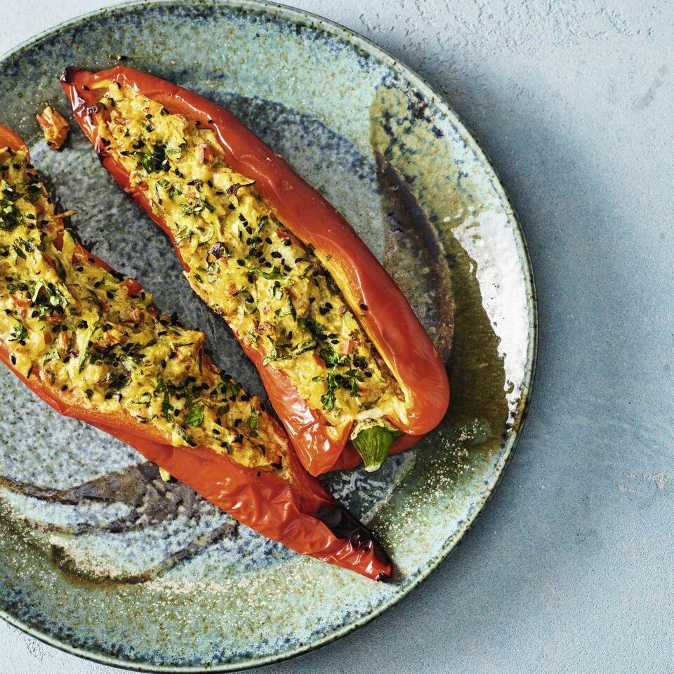 Paprika mit Gemüse-Käse-Füllung