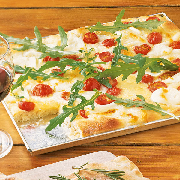pizza mit rucola tomaten und mozzarella rezept k cheng tter. Black Bedroom Furniture Sets. Home Design Ideas