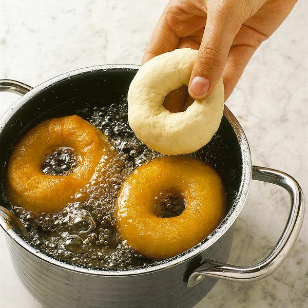 donuts mit zuckerguss rezept k cheng tter. Black Bedroom Furniture Sets. Home Design Ideas