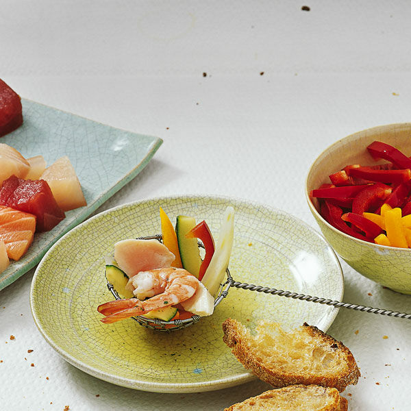 mediterranes fisch fondue rezept k cheng tter. Black Bedroom Furniture Sets. Home Design Ideas