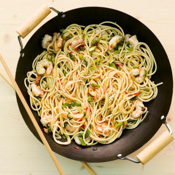 shrimps pasta aus dem wok rezept k cheng tter. Black Bedroom Furniture Sets. Home Design Ideas