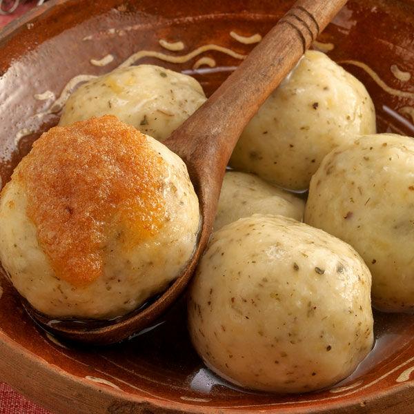 Gekochte kartoffelklöße