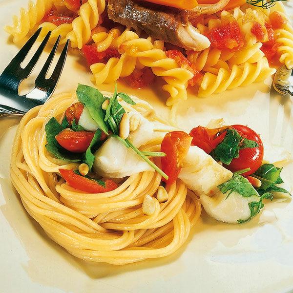 spaghetti mit fisch und rucola rezept k cheng tter. Black Bedroom Furniture Sets. Home Design Ideas