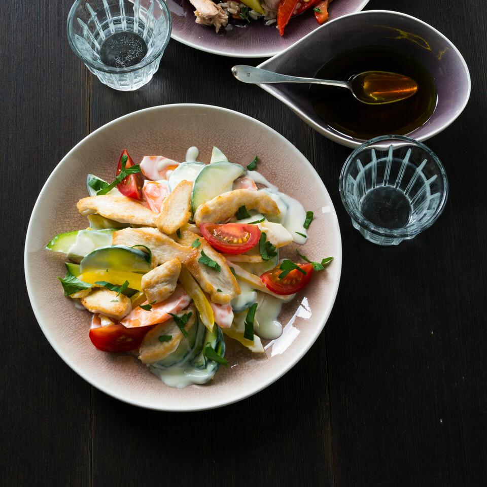 gelber zucchinisalat mit thunfisch rezept k cheng tter. Black Bedroom Furniture Sets. Home Design Ideas