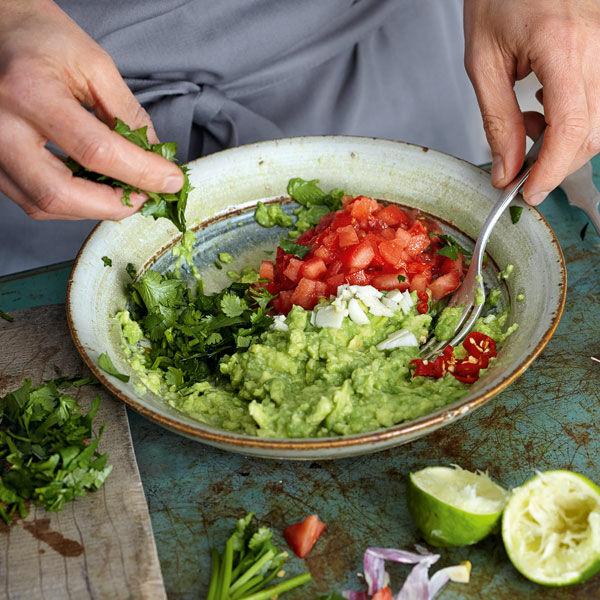 Klassische mexikanische guacamole rezept k cheng tter for Mexikanisch kochen