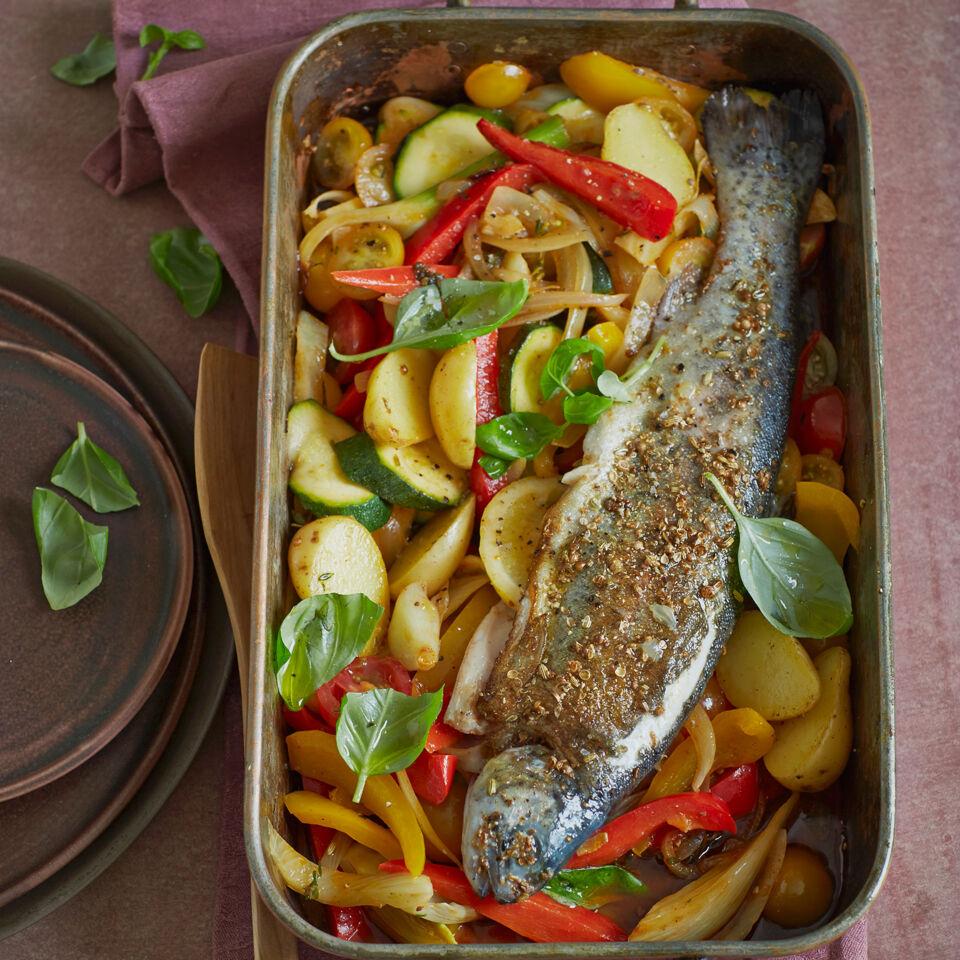 Lachsforellen Auf Mediterranem Ofengemüse Rezept Küchengötter