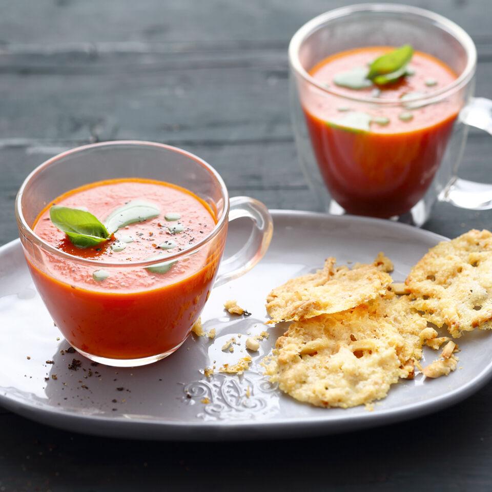 tomatensuppe mit parmesan chips rezept k cheng tter. Black Bedroom Furniture Sets. Home Design Ideas