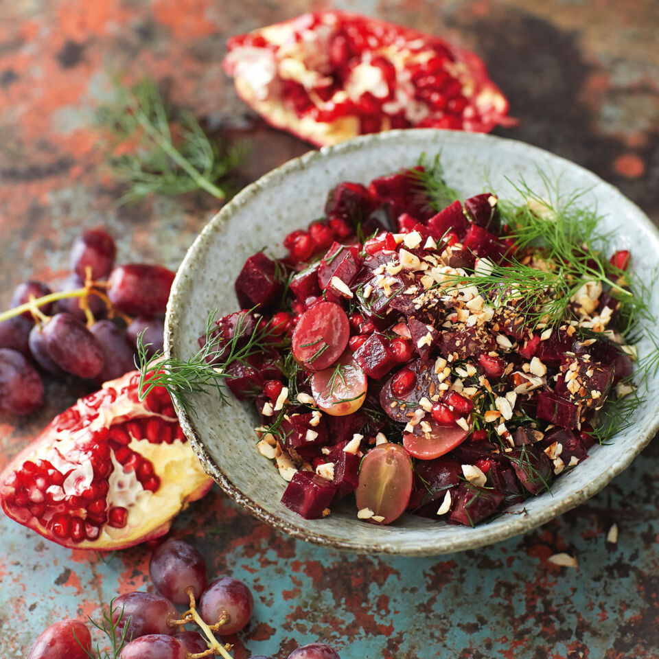 rote bete haselnuss salat mit granatapfel dressing rezept. Black Bedroom Furniture Sets. Home Design Ideas