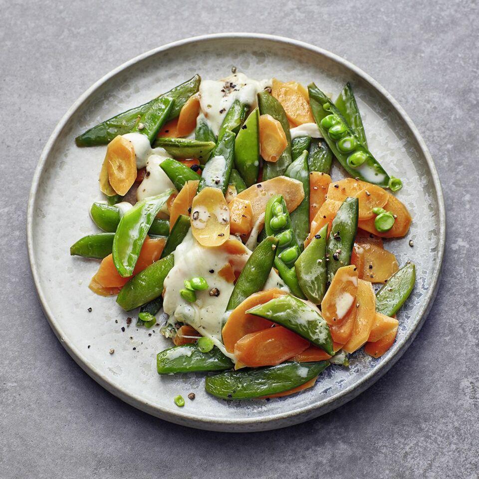 Gemüsepfanne mit Mozzarella