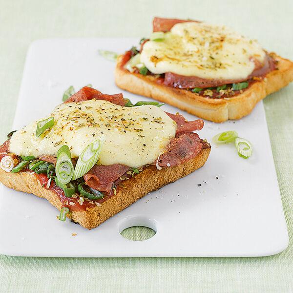 salami toast pizzen rezept k cheng tter. Black Bedroom Furniture Sets. Home Design Ideas