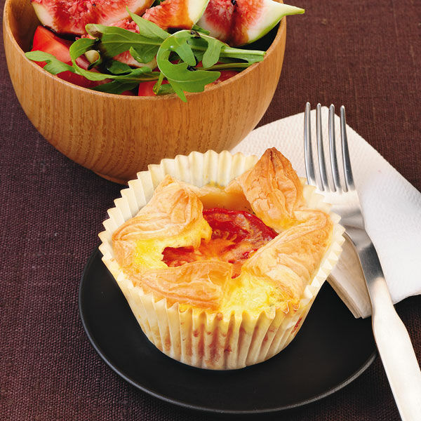 bl tterteig muffins mit tomaten feigen salat rezept k cheng tter. Black Bedroom Furniture Sets. Home Design Ideas