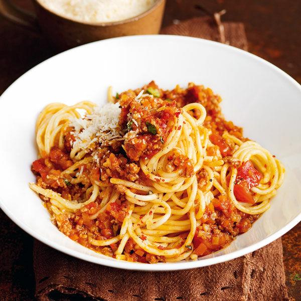 spaghetti bolognese mit frischem basilikum rezept k cheng tter. Black Bedroom Furniture Sets. Home Design Ideas