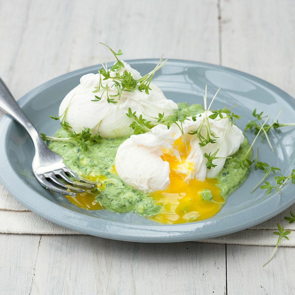 Pochierte eier mit gr ner so e rezept k cheng tter - Ei kochen mit eierkocher ...