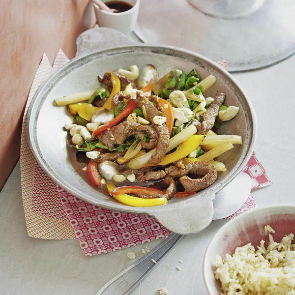 mangold paprika gem se aus dem wok rezept k cheng tter. Black Bedroom Furniture Sets. Home Design Ideas