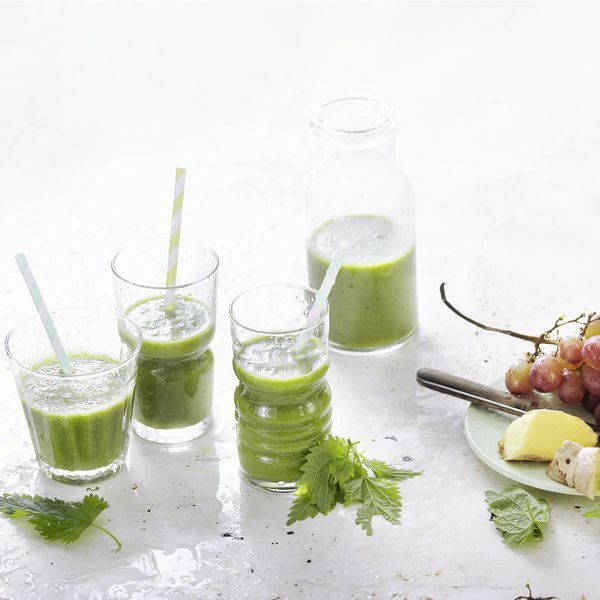 green detox smoothie mit brennnesseln rezept k cheng tter. Black Bedroom Furniture Sets. Home Design Ideas