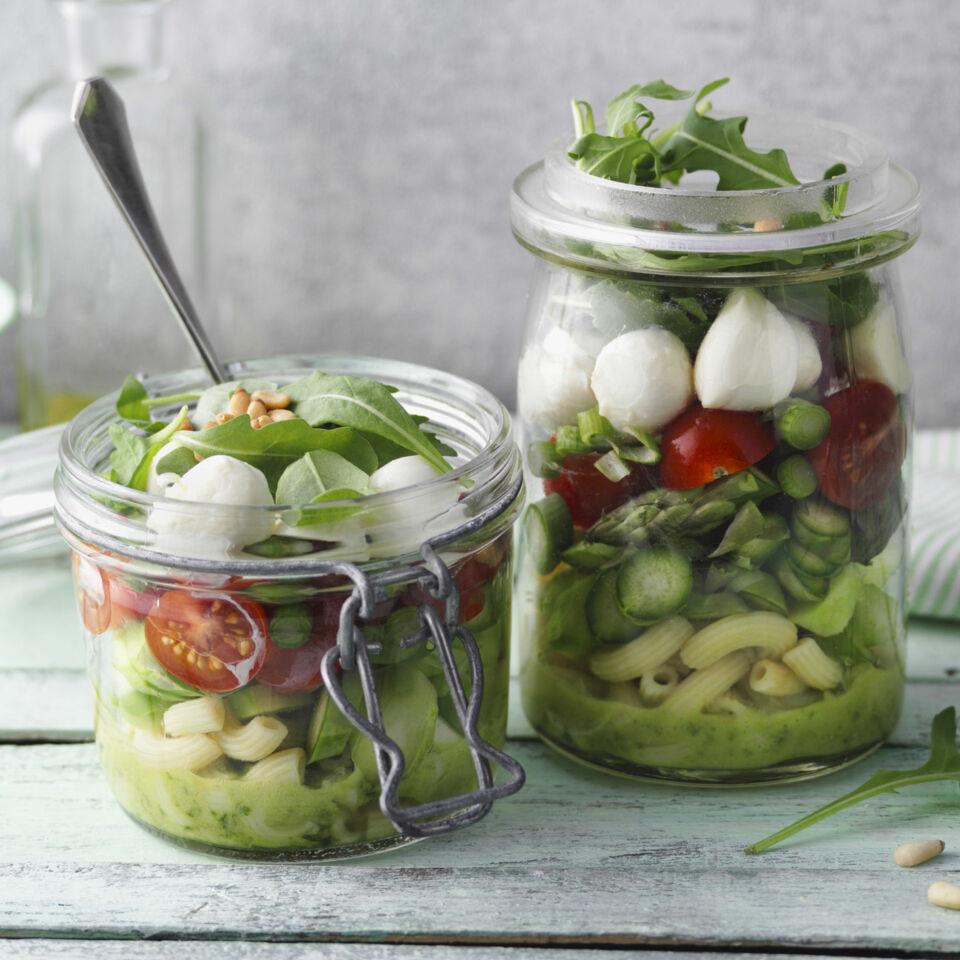 gr ner spargel nudel salat rezept k cheng tter. Black Bedroom Furniture Sets. Home Design Ideas
