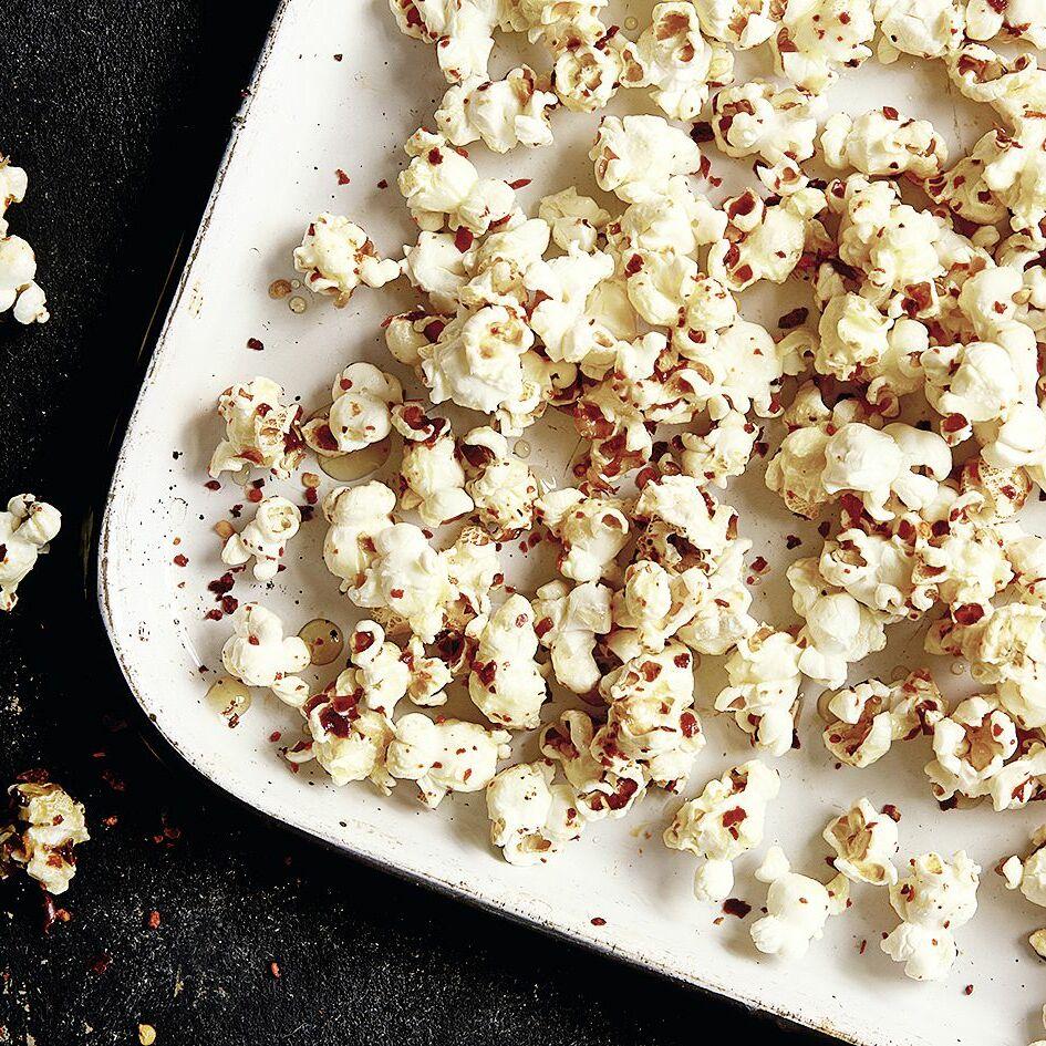 s scharfes popcorn mit chiliflocken rezept k cheng tter. Black Bedroom Furniture Sets. Home Design Ideas