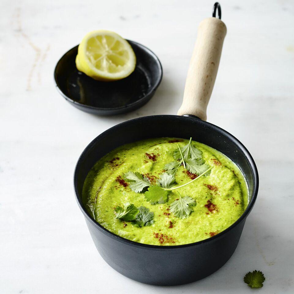 Brokkoli-Avocado-Suppe mit Kurkuma