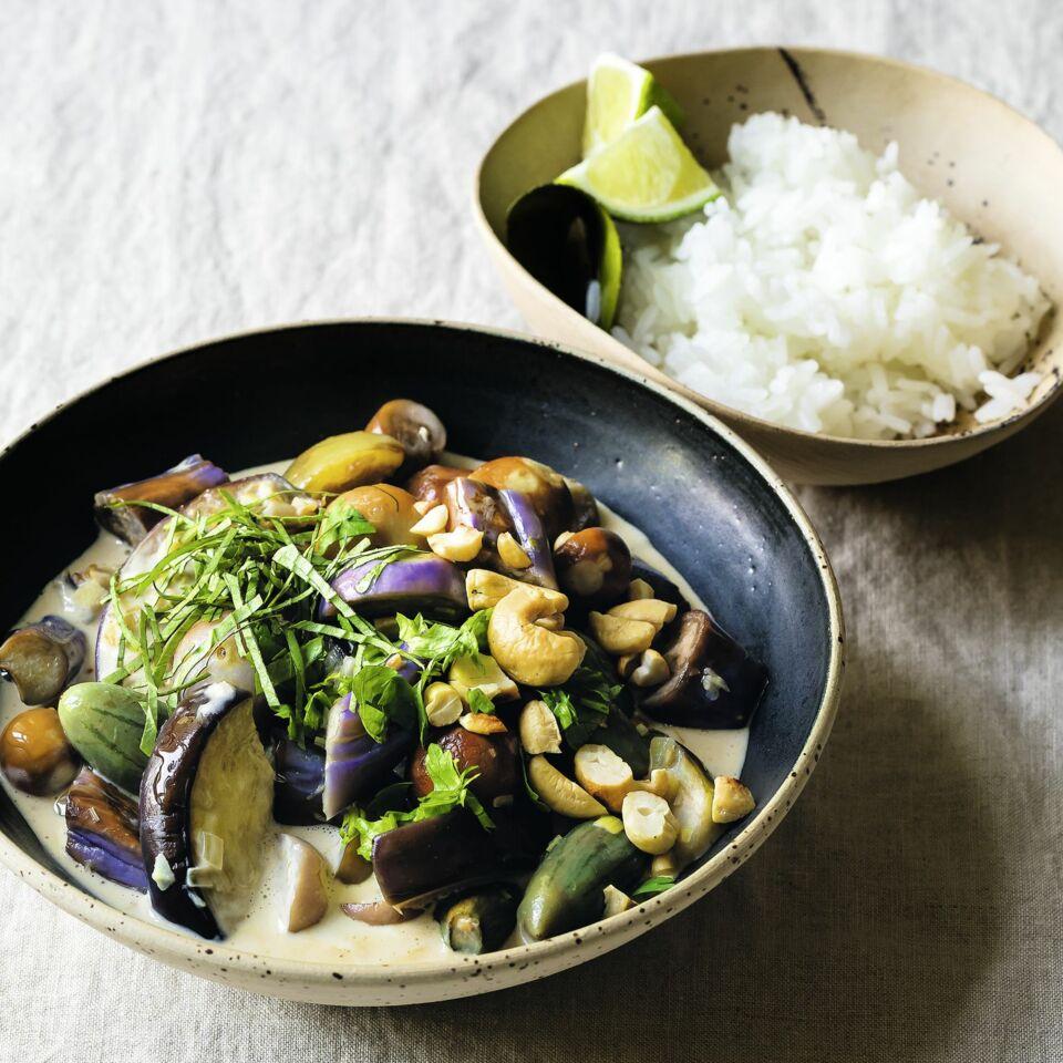 Thai-Curry mit Aubergine und Cashewkernen