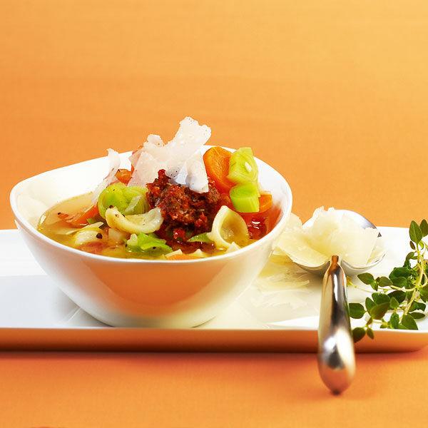 Minestrone Mit Nudeln Und Pesto Rezept Küchengötter