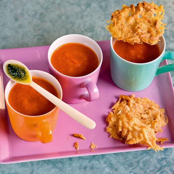 tomatensuppe mit parmesan mandel chips rezept k cheng tter. Black Bedroom Furniture Sets. Home Design Ideas