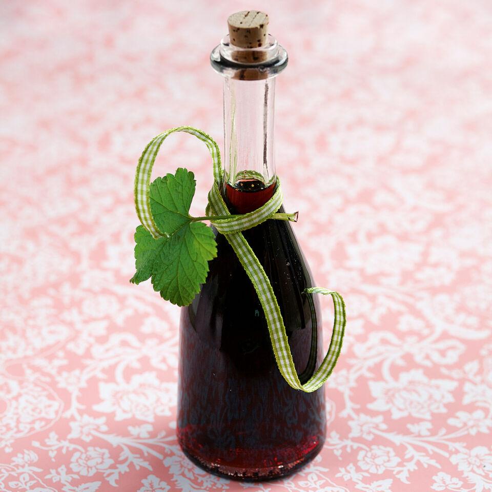schwarzer johannisbeer sirup rezept k cheng tter. Black Bedroom Furniture Sets. Home Design Ideas