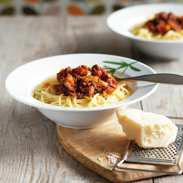 spaghetti bolognese mit peperoncini rezept k cheng tter. Black Bedroom Furniture Sets. Home Design Ideas