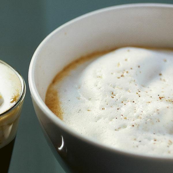 kaffee mit gew rzschaum rezept k cheng tter. Black Bedroom Furniture Sets. Home Design Ideas