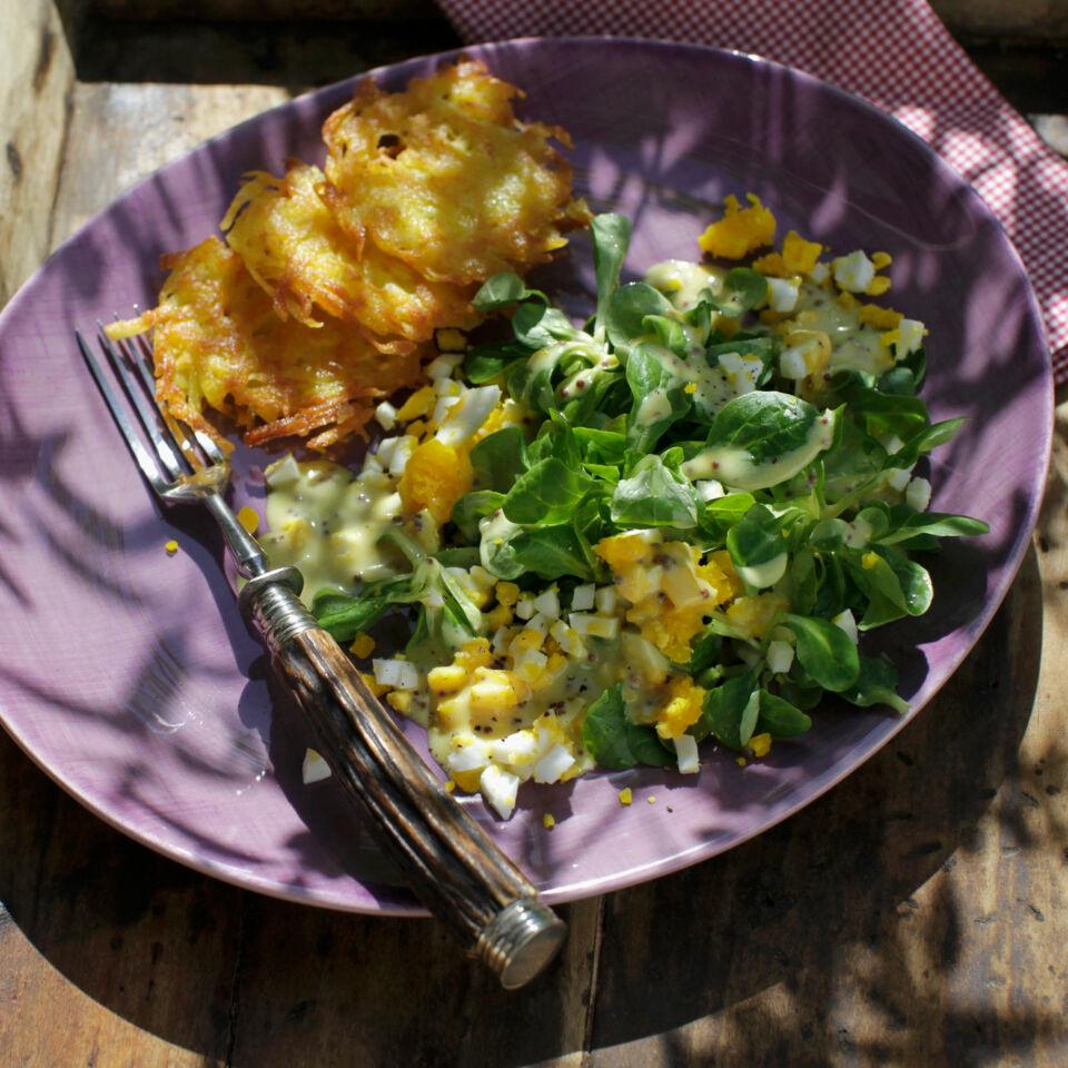 Feldsalat mit eier senf dressing rezept k cheng tter - Eier kochen dauer ...