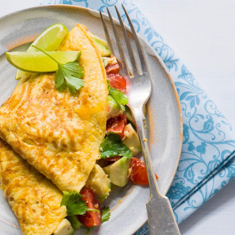 omelett mit avocado rezept k cheng tter. Black Bedroom Furniture Sets. Home Design Ideas